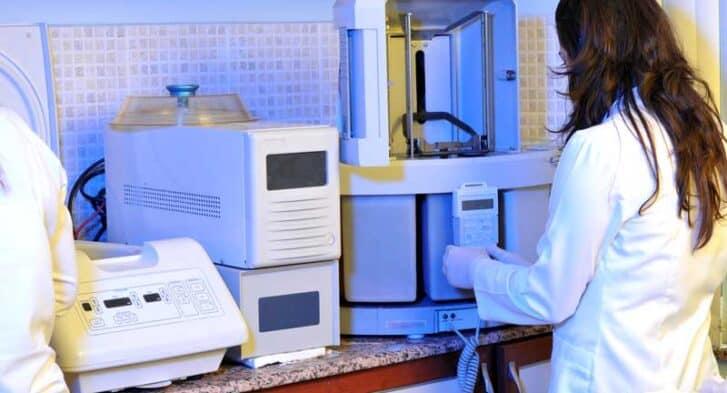 pathology-histology-lab-equipment-800px-feature-image